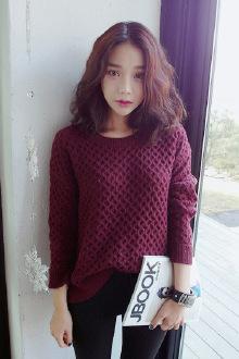 酒红显瘦麻花弧形菱格针织毛衣