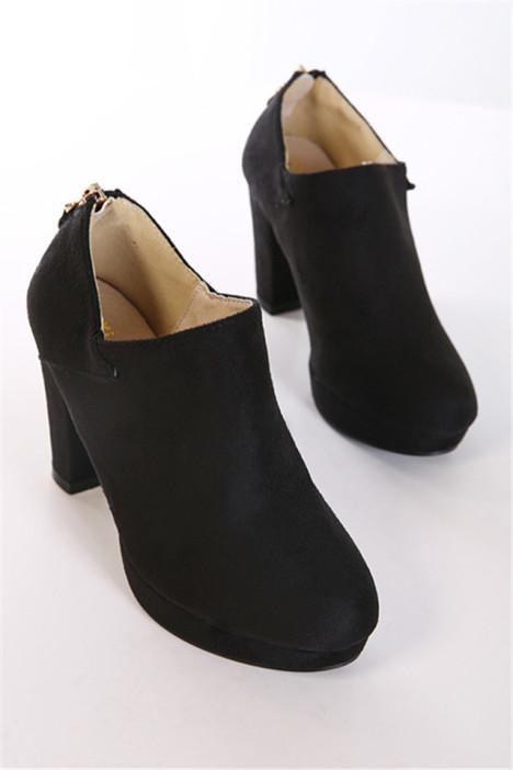 脚肥的人适合穿什么鞋
