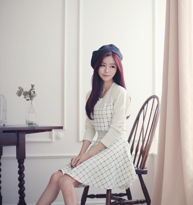 秋装新款韩国代购的哦~很小清新的一款格子打底裙