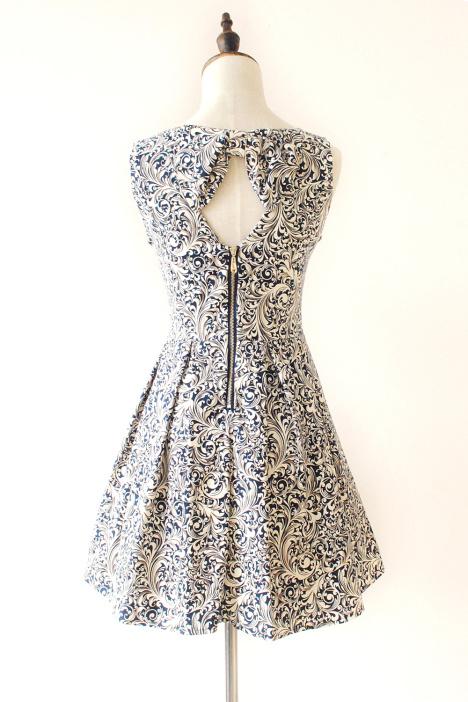 青花瓷后背镂空修身连衣裙