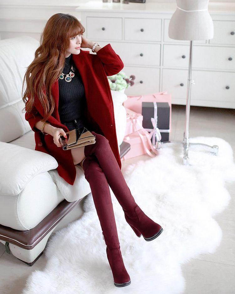 欧美丝袜色�_秋冬非常流行的欧美风高筒靴,简简单单搭配丝袜,外加一款针织小外套