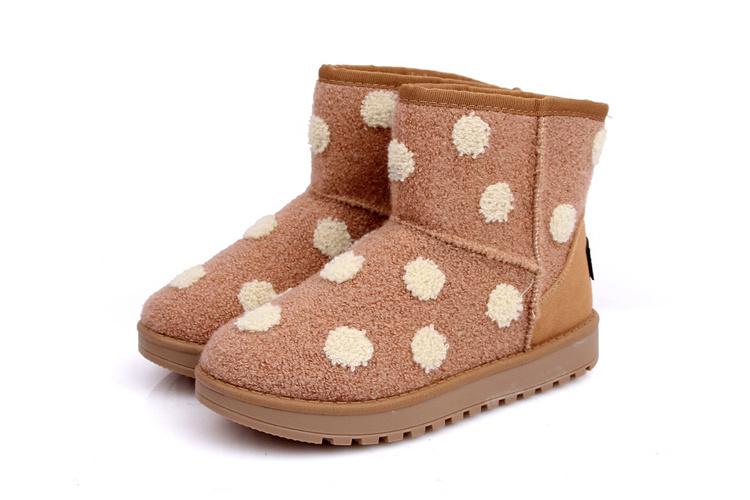 雪地靴哪个牌子最好_圆点雪地靴