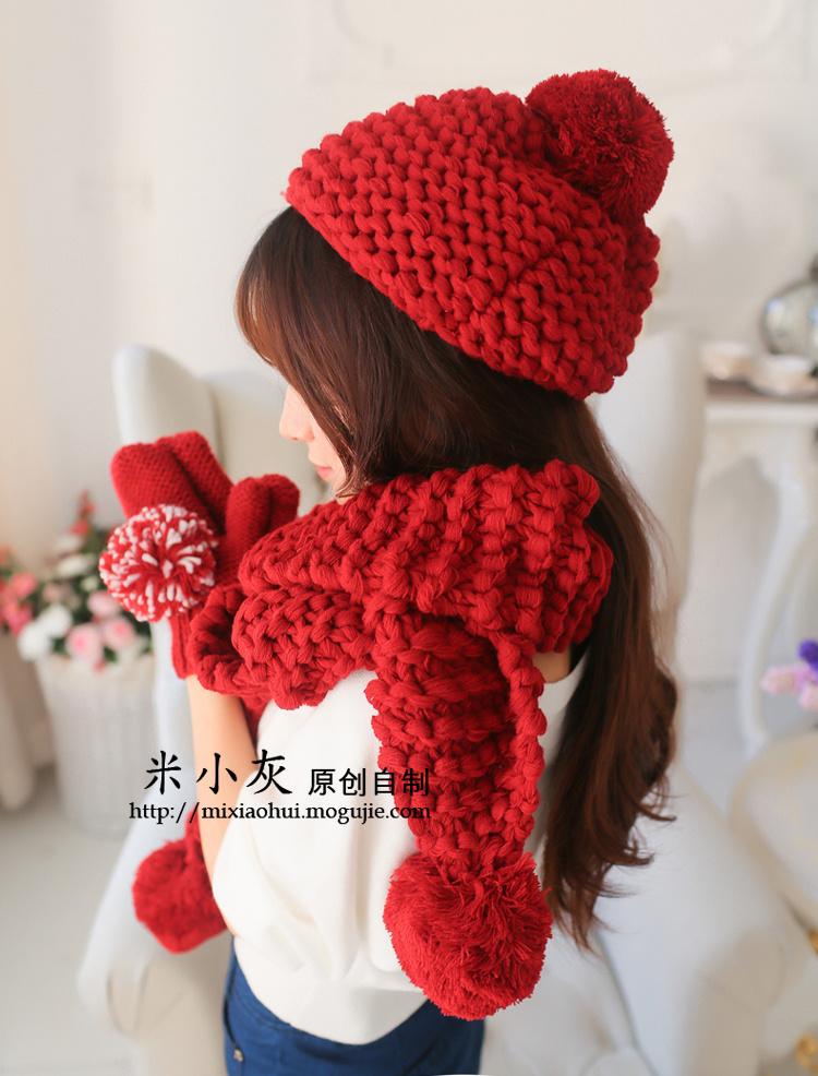 手工编织的围巾帽子手套三件套