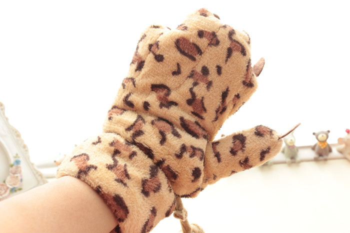 冬季豹纹可爱熊掌手套