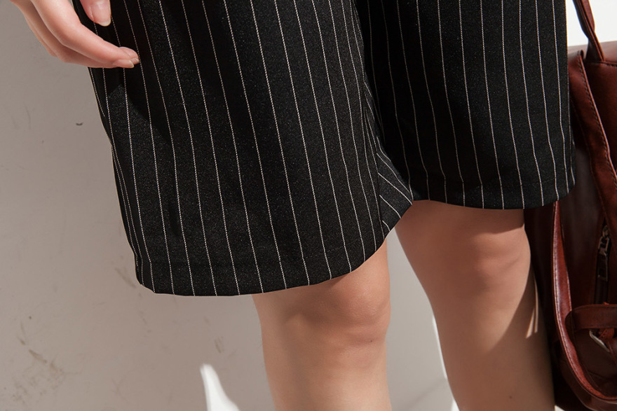 【女巫家】黑色竖条纹短裤