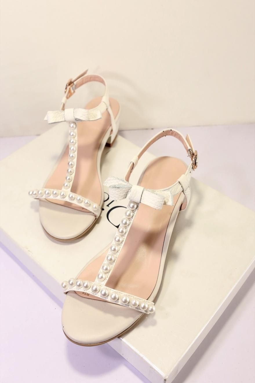 蝴蝶结真皮串珠凉鞋