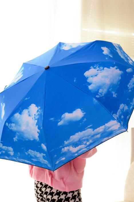聚可爱 蓝天白云黑胶太阳伞