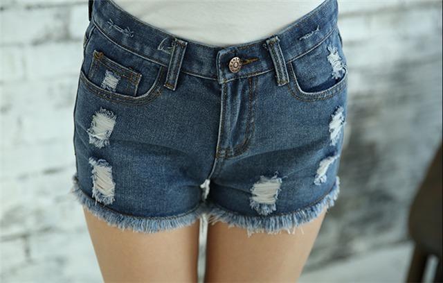 裤型:直筒裤  面料:牛仔布  厚薄:普通  图案:纯色 细节:水洗,破洞