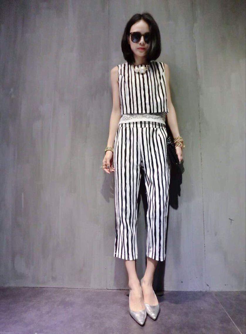 黑白条纹拼接蕾丝套装