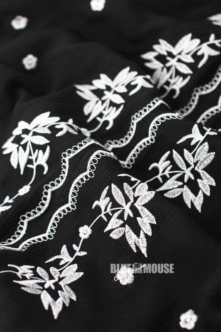 黑白刺绣民族风连衣裙