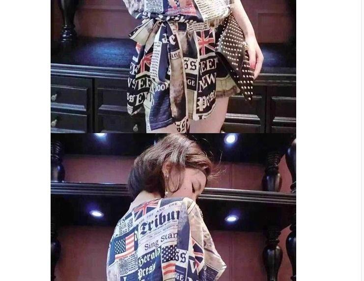报纸印花连衣裙