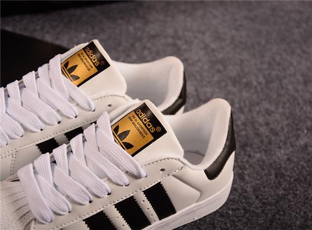 正品阿迪达斯三叶草贝壳头鞋子有几种颜色图片