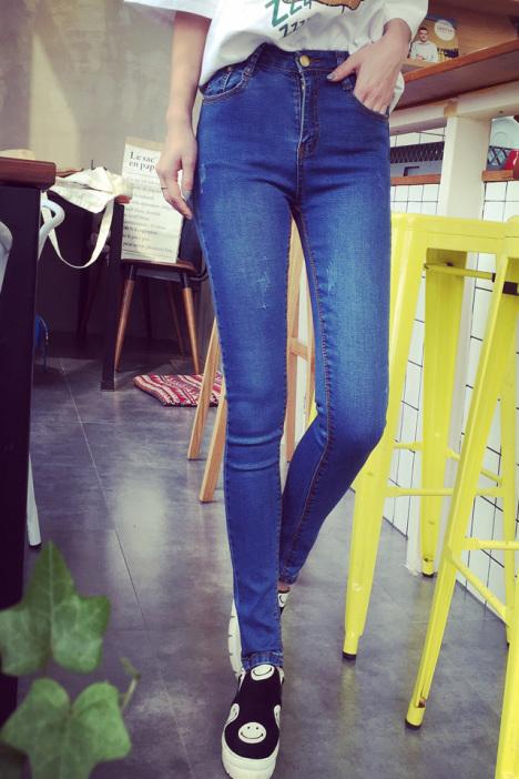 猫抓痕磨白小脚牛仔裤