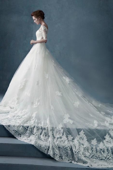 欧式新娘婚纱长拖尾春款简约一字肩蕾丝婚纱