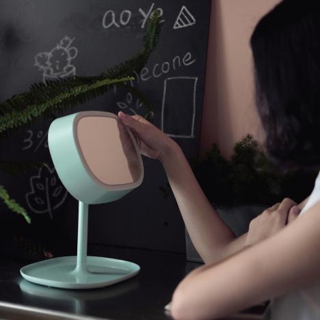 【muid化妆镜台灯led充电卧室床头灯创意镜子台式灯